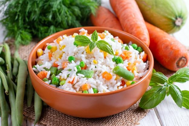 Verdure miste surgelate con riso. mix di verdure