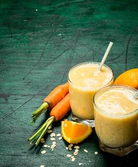 Frullato di frutta in bicchieri