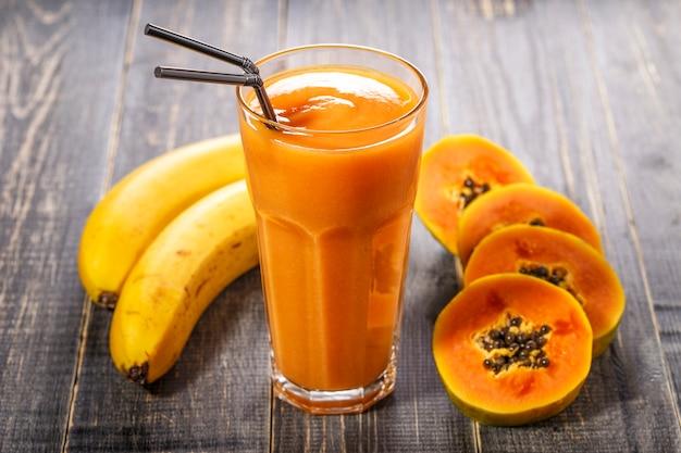 Frullato di frutta a base di papaya e banane