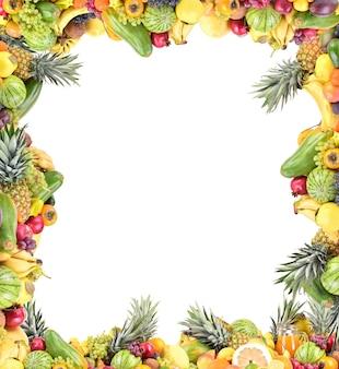 Frutta su sfondo bianco