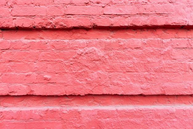 Muro di pietra fucsia. esterno di un vecchio edificio. sfondo. spazio per il testo.