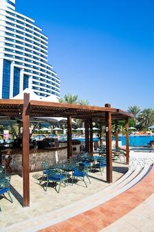 Fujairah, emirati arabi uniti - 16 novembre: lussuoso hotel a 5 stelle le meridien al aqah beach resort il 2 novembre 2012 a fujairah.