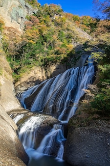 Fukuroda cade in autunno a daigo, nella prefettura di ibaraki, in giappone.