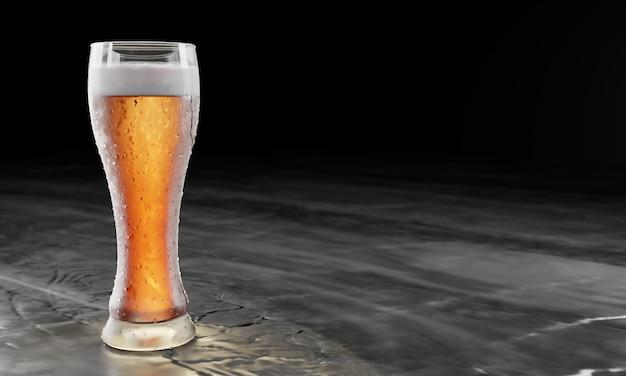 Bicchiere di birra pieno su un tavolo di legno