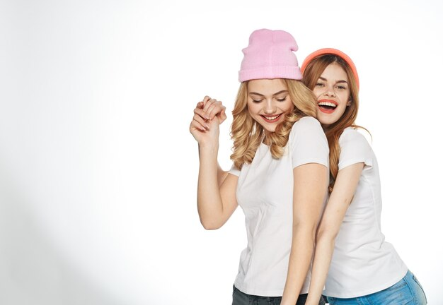 Le magliette divertenti delle amiche abbracciano la moda di gioia di lifestyle