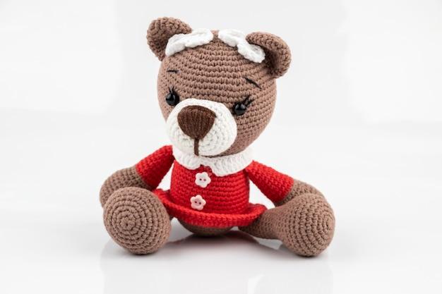 Orso giocattolo lavorato a maglia divertente fatto a mano