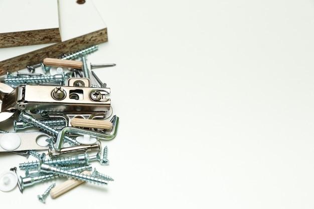 Accessori per mobili da vicino. assemblaggio del concetto di mobili