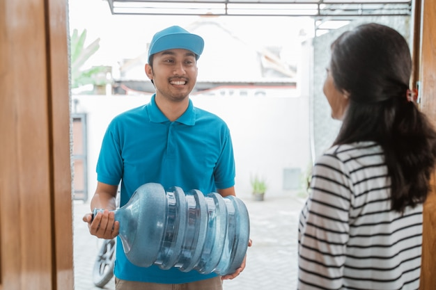 Gallone d'acqua consegnato a casa