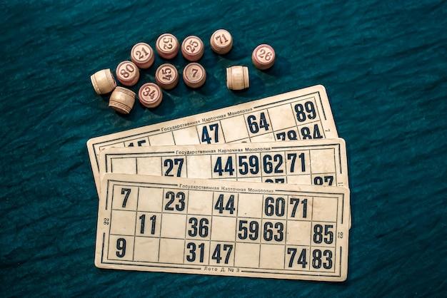 Il gioco del bingo su uno sfondo verde