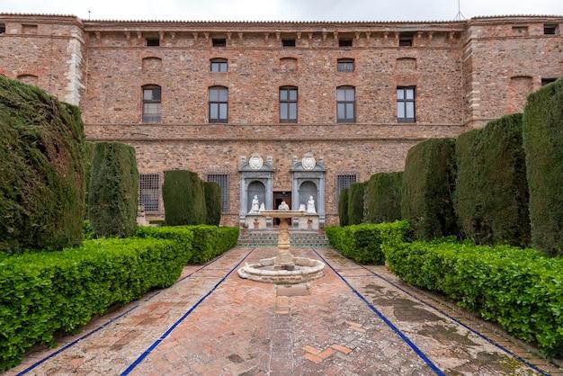 Giardini del palazzo marchese di santa cruz.