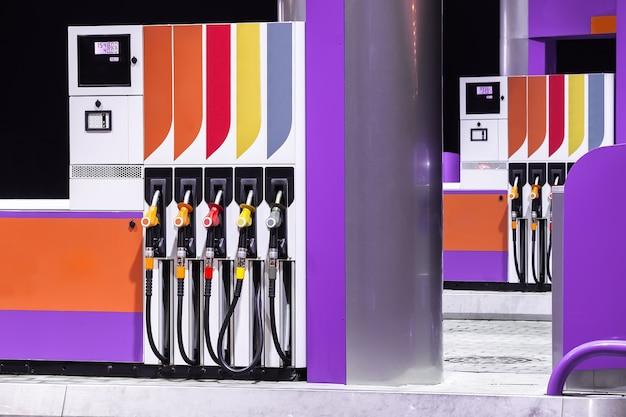 Rifornimento dell'industria del carburante della stazione di servizio