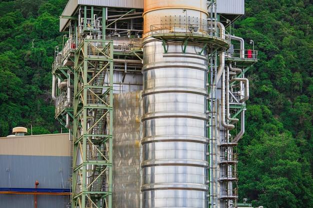 Centrale elettrica a turbina a gas con potenza in montagna per il concetto di energia in fabbrica.