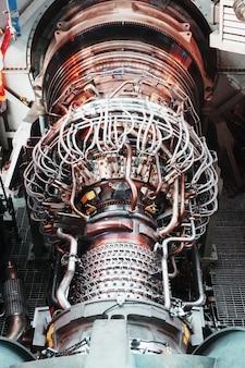 Turbina generatore a gas con schema generale turbocompressore nel modulo. energia pulita