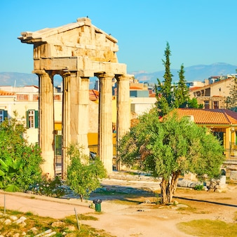 La porta di atena archegetis, atene, grecia