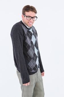 Pantaloni a vita bassa geeky che sorridono alla macchina fotografica