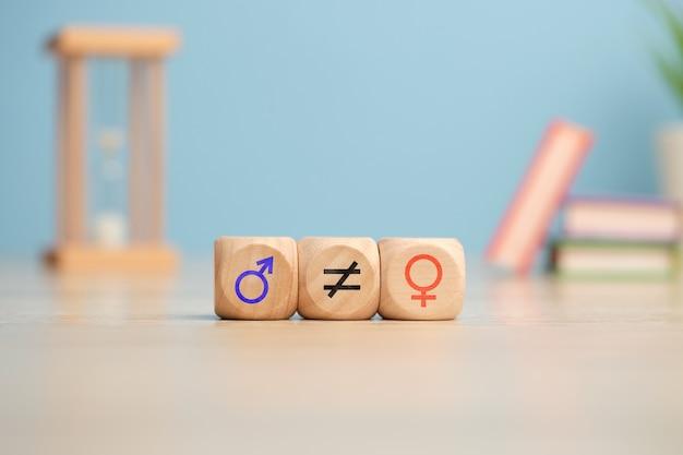 Concetto di disuguaglianza di genere con icone femminili e maschili.