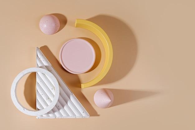 Figura e pietre concrete geometriche su fondo pastello. set moderno di vari materiali e forme geometriche.
