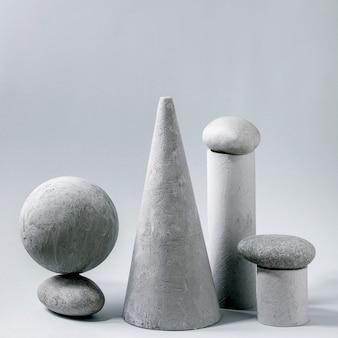 Oggetti e pietre geometriche