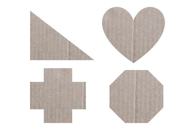 Insieme geometrico di scatola di carta isolato su sfondo bianco e tracciati di ritaglio.