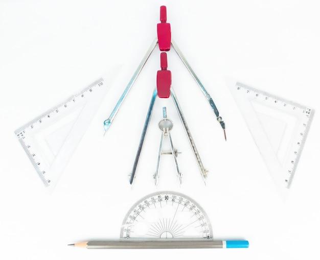Strumenti geometrici comprende la matita a quadrato pro cerchio impostato a bussola