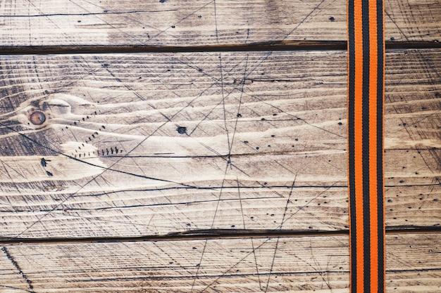 Nastro di george su fondo in legno.