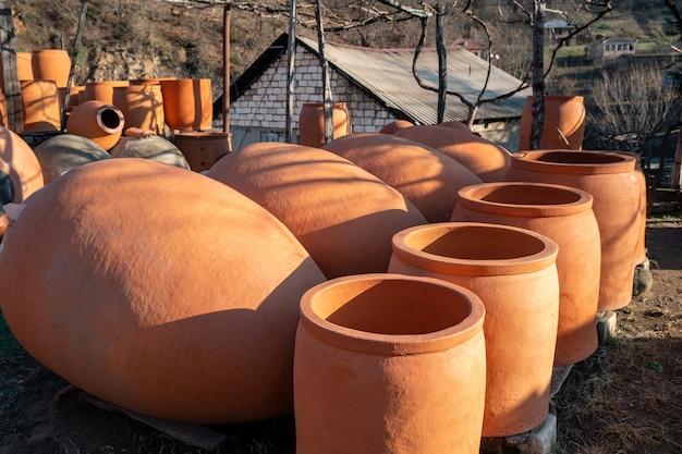 Brocche di ceramica tradizionali georgiane