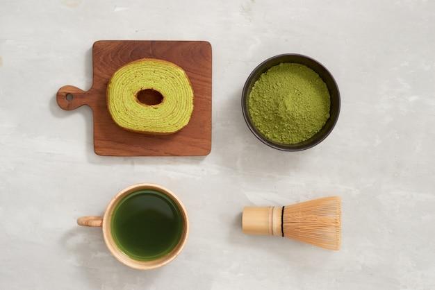 Torta tedesca, baumkuchen al tè verde con latte