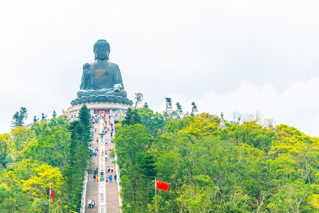 Gigantesca statua del buddha a ngong ping, hong kong