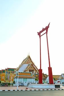 Swing gigante chiamato sao ching cha con wat suthat thepwararam temple a bangkok thailand