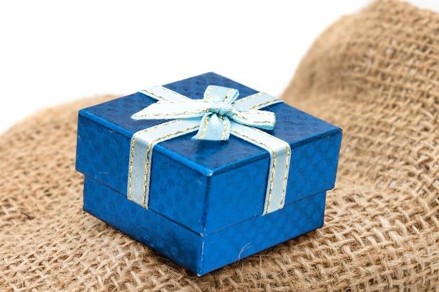 Confezione regalo sul sacco marrone