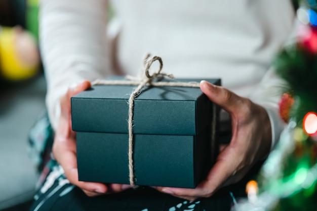 Confezione regalo per lo sfondo delle vacanze di natale e capodanno