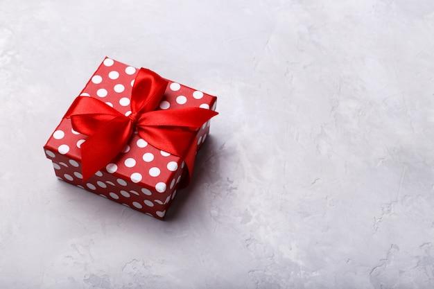 Confezione regalo con nastro