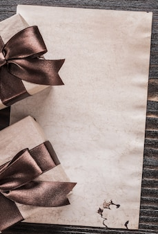 Scatole regalo su carta