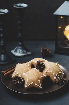 Biscotti allo zenzero a forma di stelle