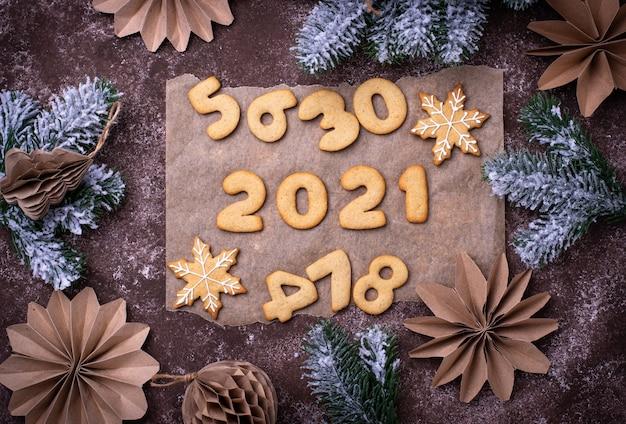 Biscotti di pan di zenzero di capodanno a forma di numeri 2020