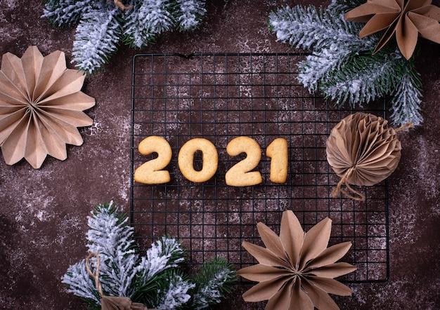Biscotti di pan di zenzero di capodanno a forma di numeri 2021