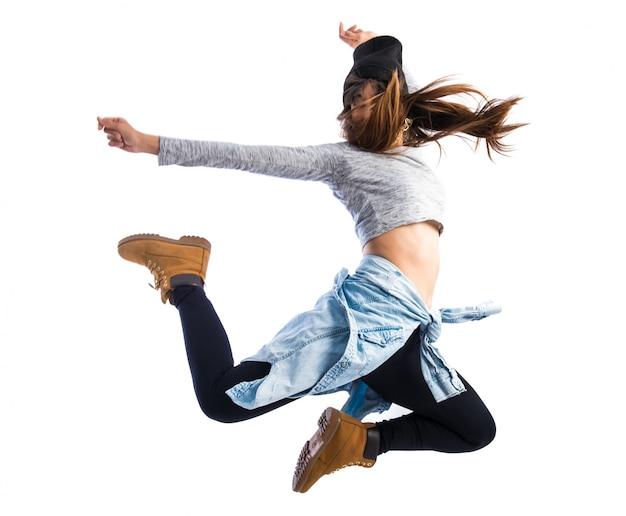 La ragazza che salta in stile hip-hop