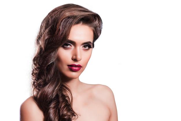 Modello di ragazza con i capelli lunghi