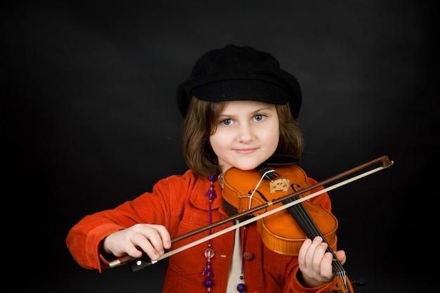 Ragazza che esercita il violino