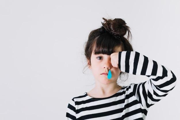Ragazza con il naso che cola
