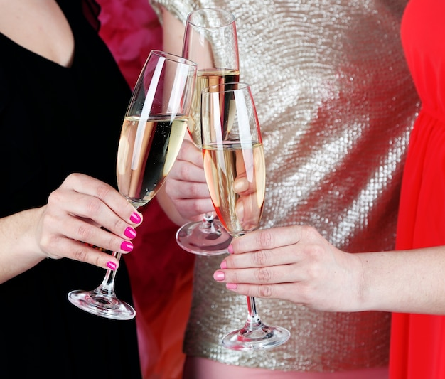 Le ragazze festeggiano la festa