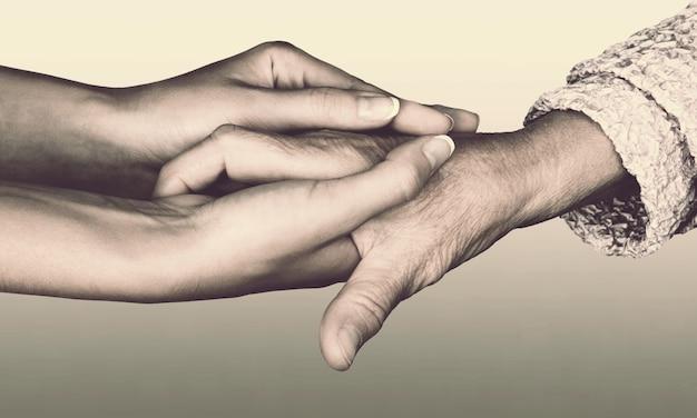 Dare un segno di aiuto per adulti per una coppia di donazioni chiedere aiuto assistenza