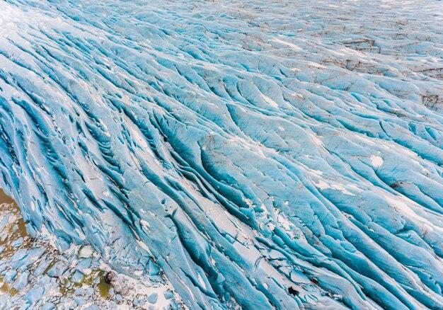 Ghiacciaio con vista aerea di ghiaccio blu in islanda