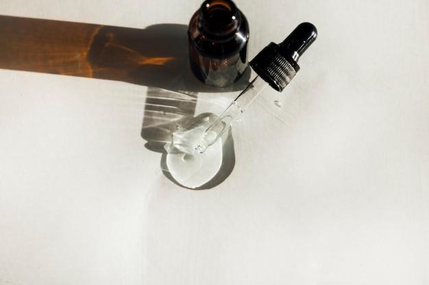 Flacone di vetro di siero cosmetico per il viso