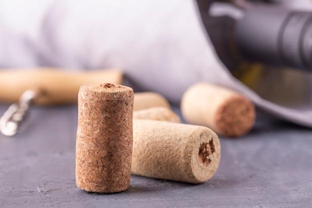 Bottiglia di vetro di vino con tappi di sughero