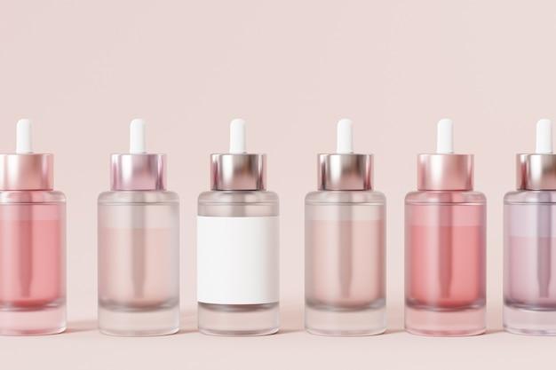 Bottiglie di vetro con etichetta in fila per cosmetici sulla superficie beige