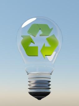 Lampadina di vetro sospesa in aria con un cielo blu sullo sfondo e un simbolo di riciclaggio verde al suo interno. rendering 3d