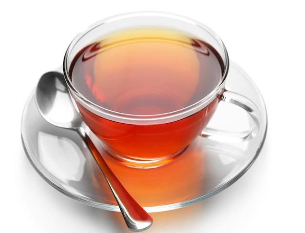 Tazza di vetro di tè isolato su priorità bassa bianca