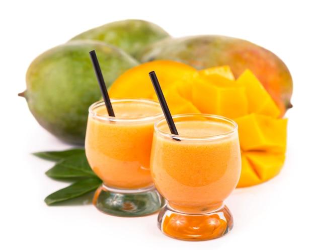 Bicchiere di succo di mango fresco