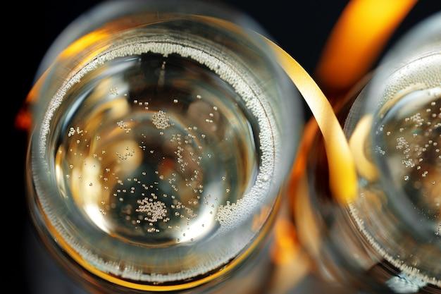 Calice di vetro di spumante champagne da vicino